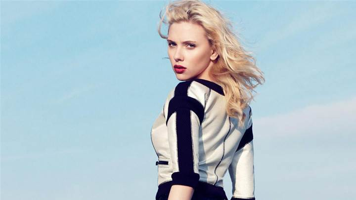 Scarlett Johansson Looking Back At Craig McDean Photoshoot